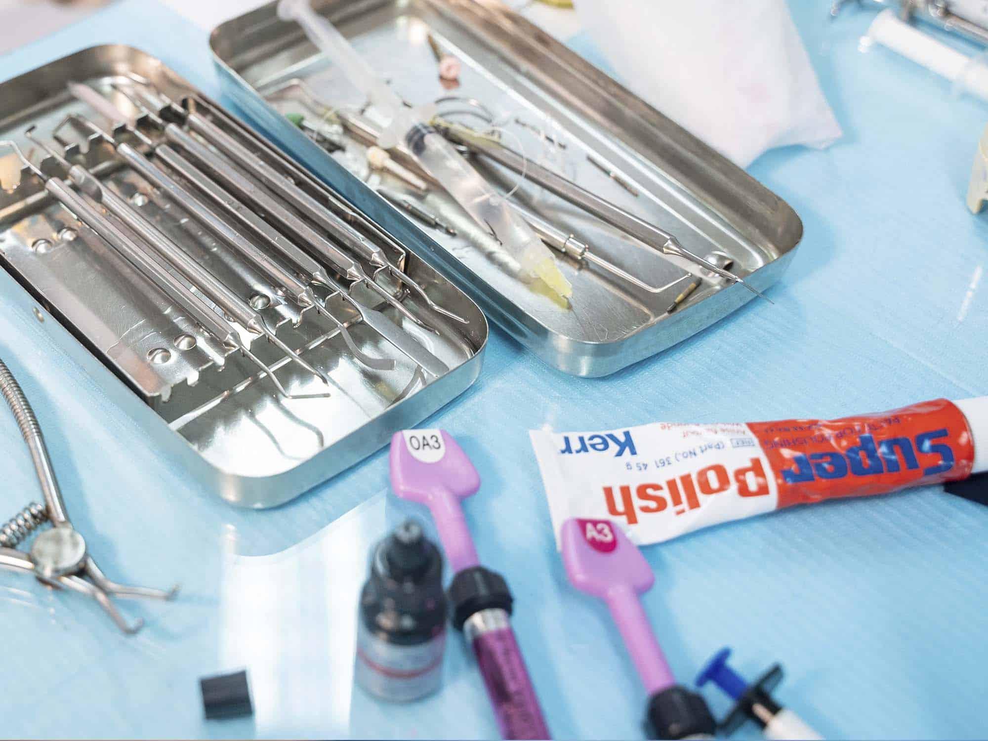 Удаление налета и гигиеническая обработка зубов