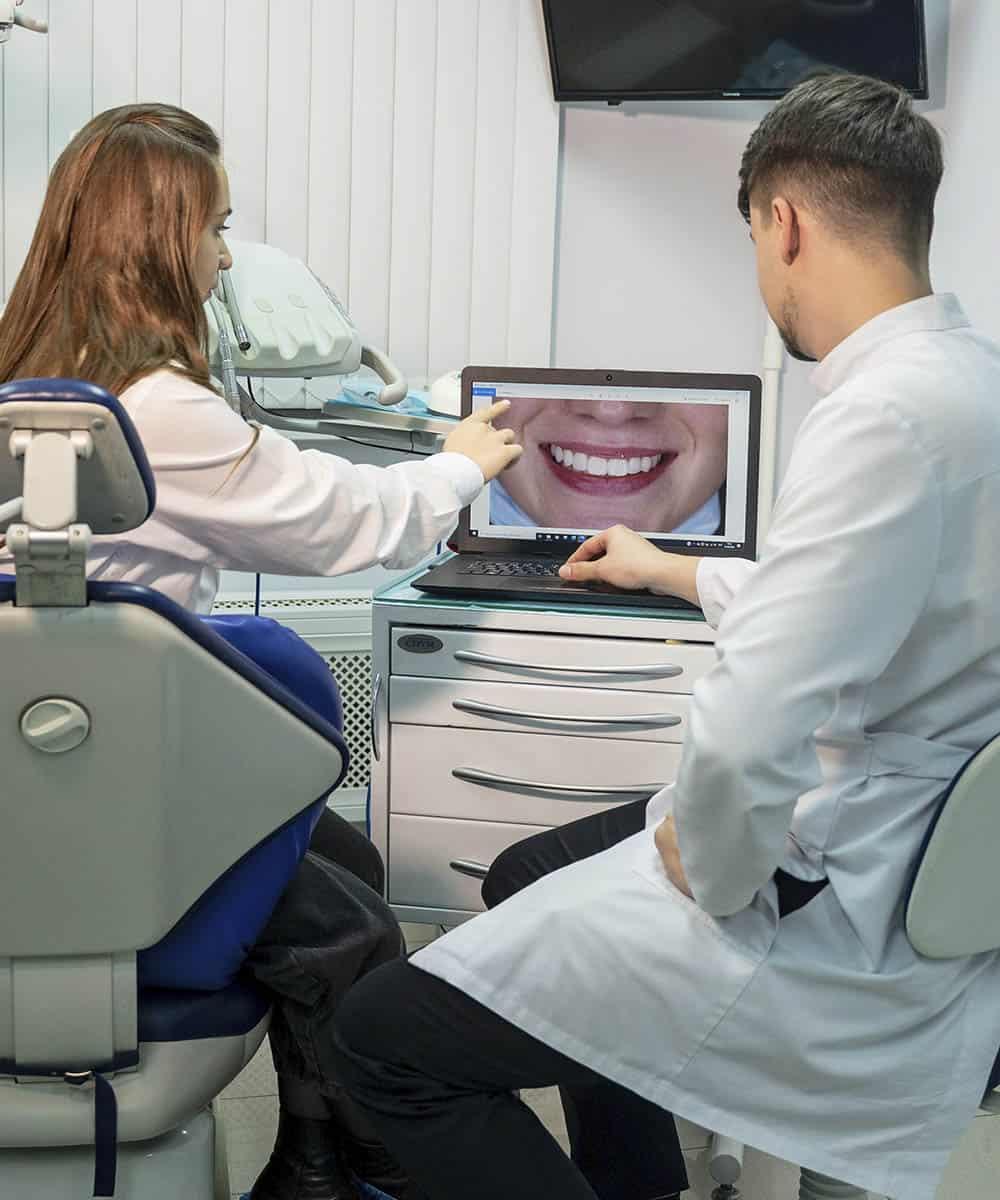 Реставрация коронки зуба фронтальной группы светоотверждаемыми материалами